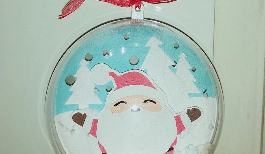 Babbo Natale Fatto Con I Bicchieri Di Plastica.Pallina Albero Di Natale Con Neve Babbo Natale E Alberi